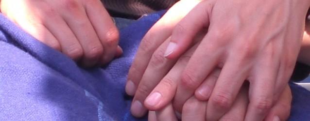 Tomados de la mano